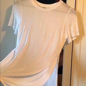 2/$40 White Wilfred Capucine T-Shirt. NWOT 💕